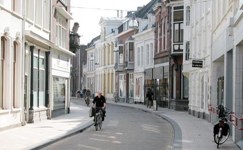 date 2000 Tilburg